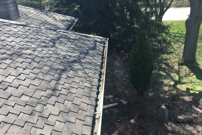milwaukee gutter cleaning downspouts